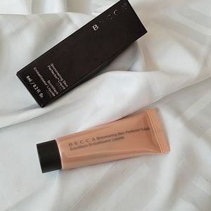 Becca shimmering skin perfector liquid in opal